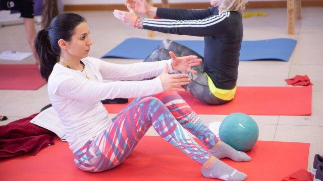 Exercício de força de Pilates Clínico MW3 - certificação matwork appi - controlo motor avançado