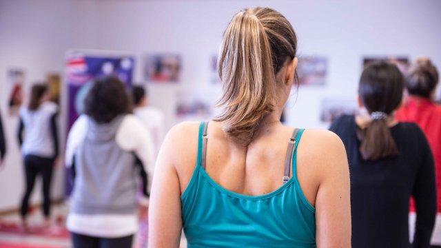 Exercício de mobilidade e força de Pilates Clínico MW3 - certificação matwork appi - ativação da cintura escapular