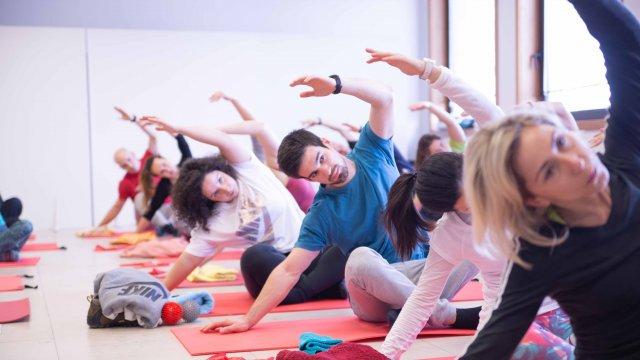 Exercício de força de Pilates Clínico MW3 - certificação matwork appi - controlo motor avançado - mobilidade da coluna vertebral