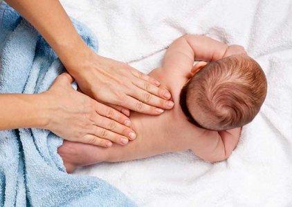 Massagem do Bebé: uma comunicação de afetos | Por Maria João Alvito