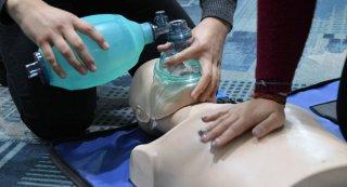 Adulto inconsciente e em paragem cardio-respiratória: como proceder?
