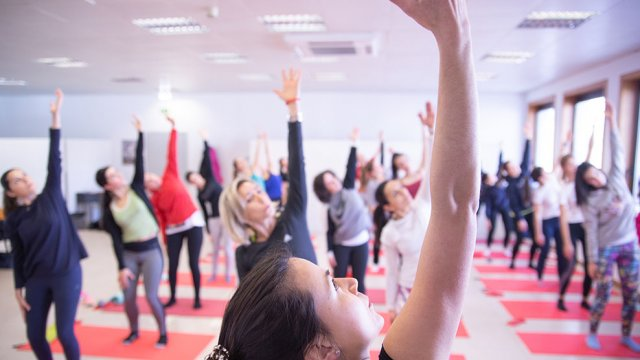 Exercício de mobilidade e força de Pilates Clínico MW3 - certificação matwork appi - shoulder bridge