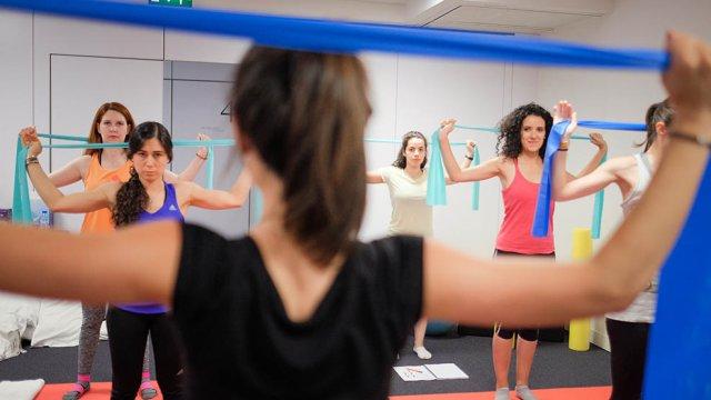 exercícios de pilates pré e pós-natal para mobilidade da coluna - certificação appi