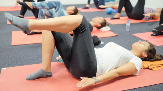 Exercício de mobilidade e força de Pilates Clínico MW1 - certificação matwork appi
